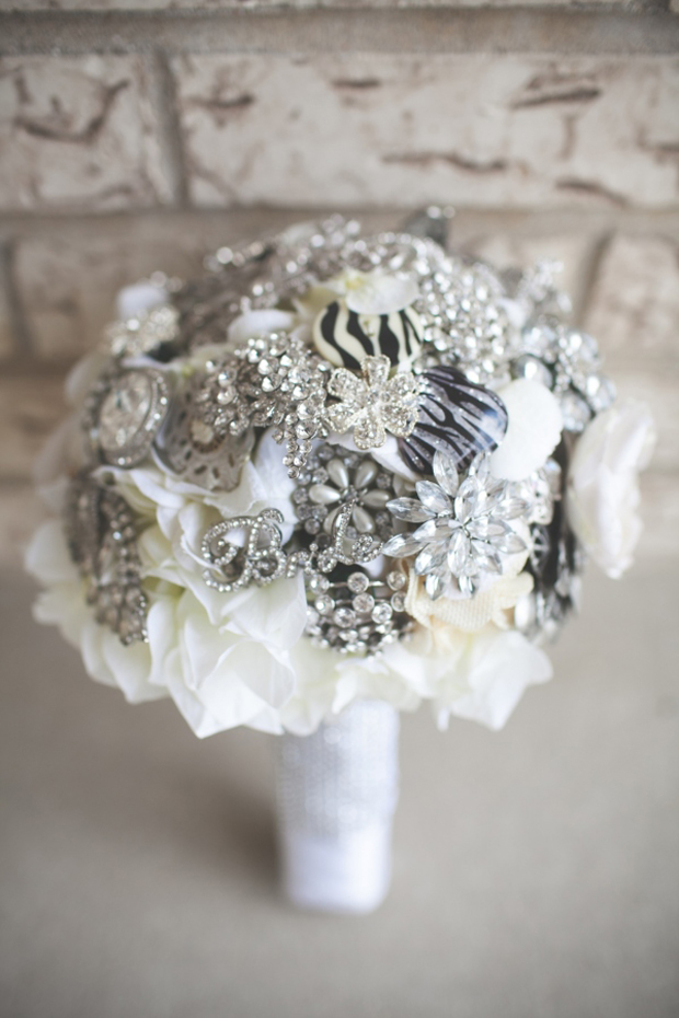 sparkly-silver-diamnate-bridal-brooch-bouquet-with-bride-brooch