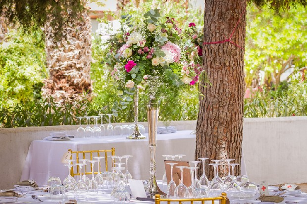 12-fresh-outdoor-wedding-decor-oversized-flowers-weddingsonline