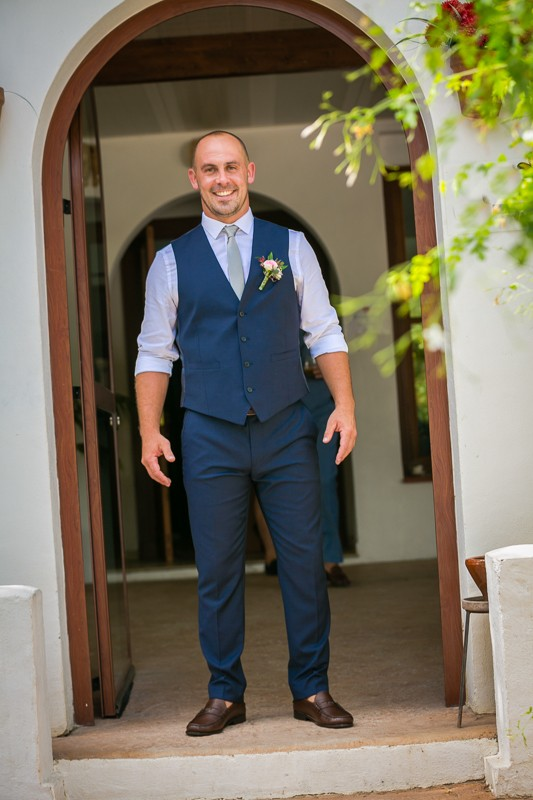 24-handsome-groom-navy-blue-three-piece-suit-weddingsonline