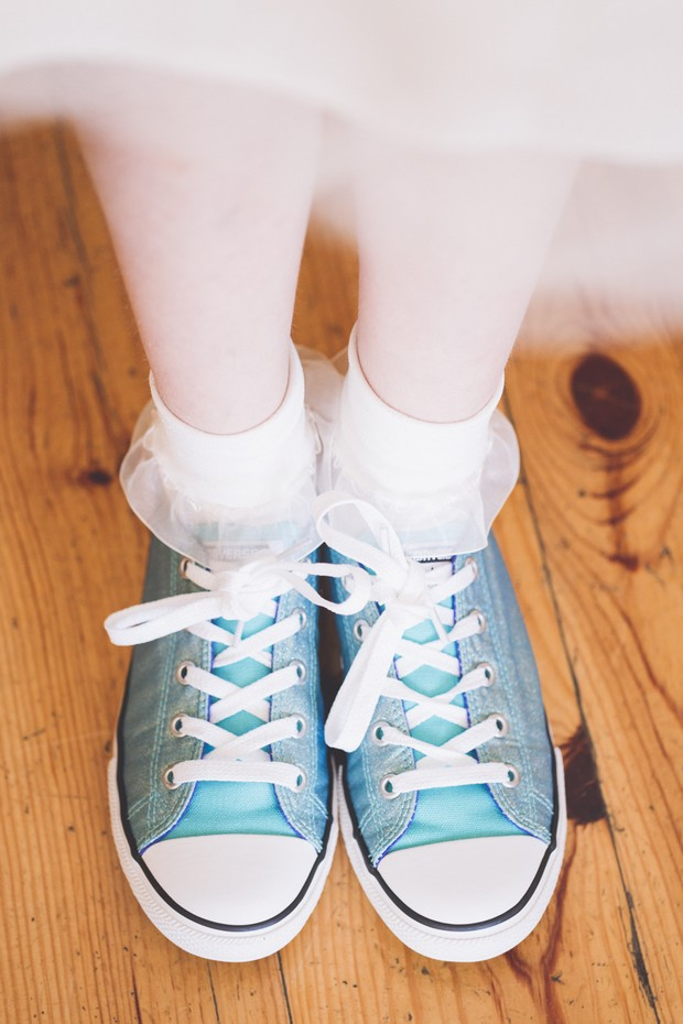 5-Flower-Girl-Converse-Trainers-Blue-Massafelli-Photography