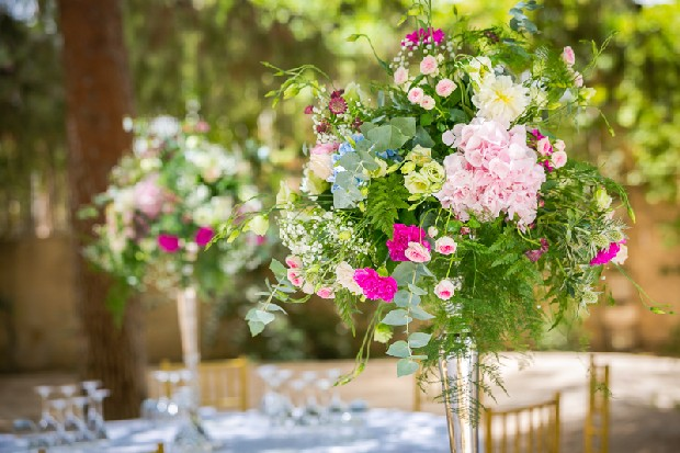 5-colourful-wedding-decor-outdoor-flowers-centerpiece-weddingsonline
