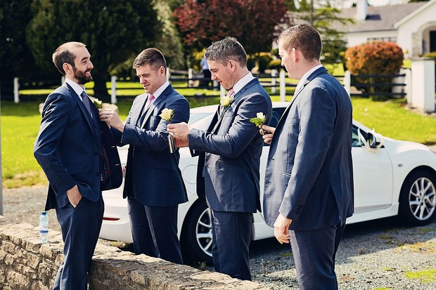 12-groomsmen-wedding-boutonniere-getting-ready-photos-weddingsonline