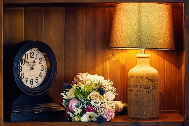 14-vintage-style-wedding-decor-ideas-lighting-weddingsonline