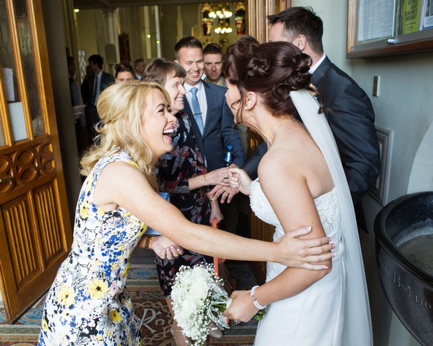 17-real-wedding-guests-greeting-weddingsonline (2)