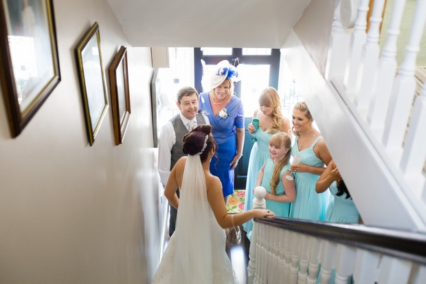 7-first-look-wedding-photo-bride-stairs-family-weddingsonline