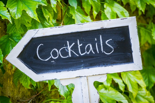 Chalkboard-wedding-signage-diy-cocktails-arrow-weddingsonline