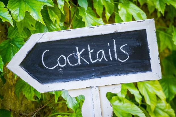 Chalkboard-wedding-signage-diy-cocktails-arrow-weddingsonline