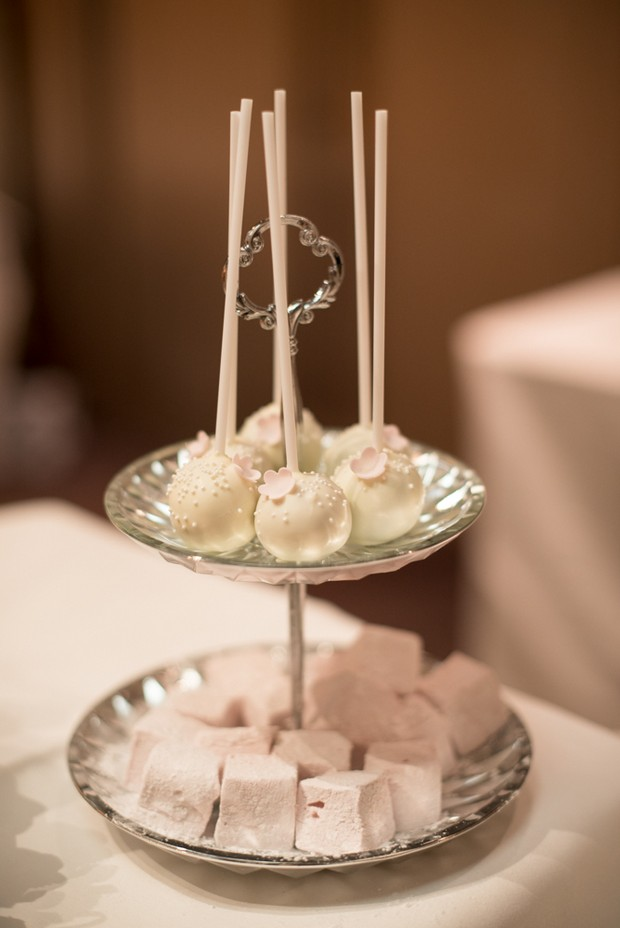 Neutral-Wedding-Palette-White-Dessert-table-candy (2)