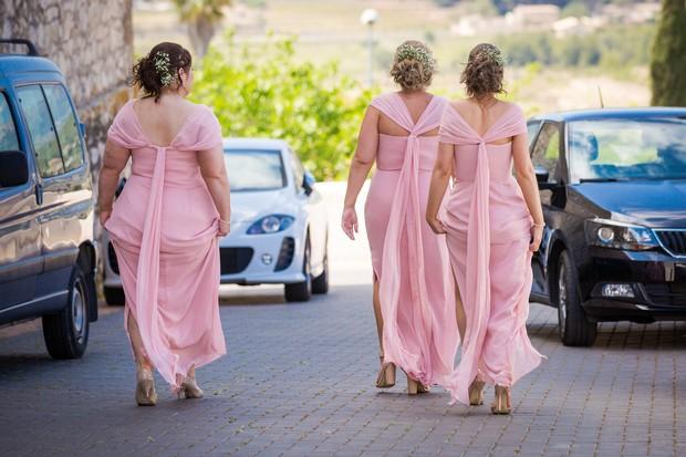 Real-Destination-Wedding-Alicante-Spain-Guests-Walking-Photos-weddingsonine (1)