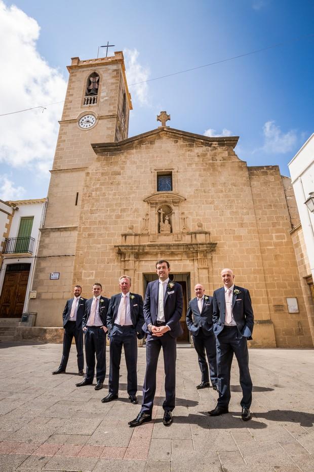 Real-Destination-Wedding-Alicante-Spain-Guests-Walking-Photos-weddingsonine (4)