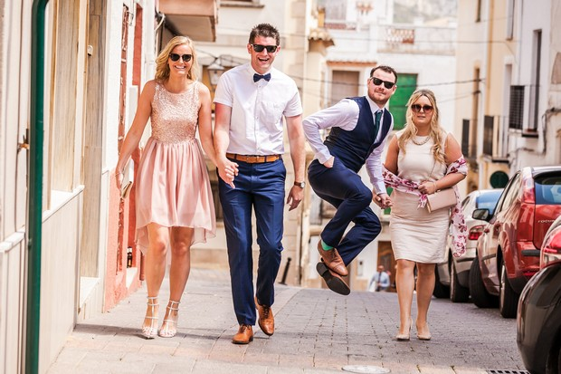 Real-Destination-Wedding-Alicante-Spain-Guests-Walking-Photos-weddingsonine (6)