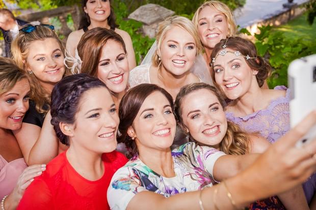 Real-Wedding-Selfie-Guests