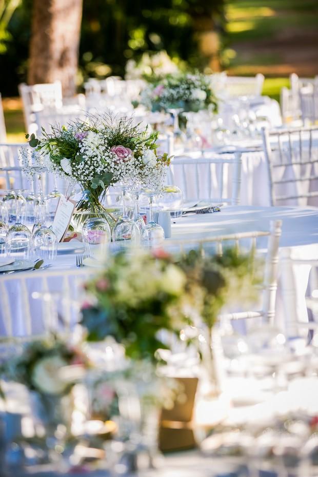 Romantic-white-summer-table-decor-tablescape-Alicante-Casa-Sontanja-weddingsonline