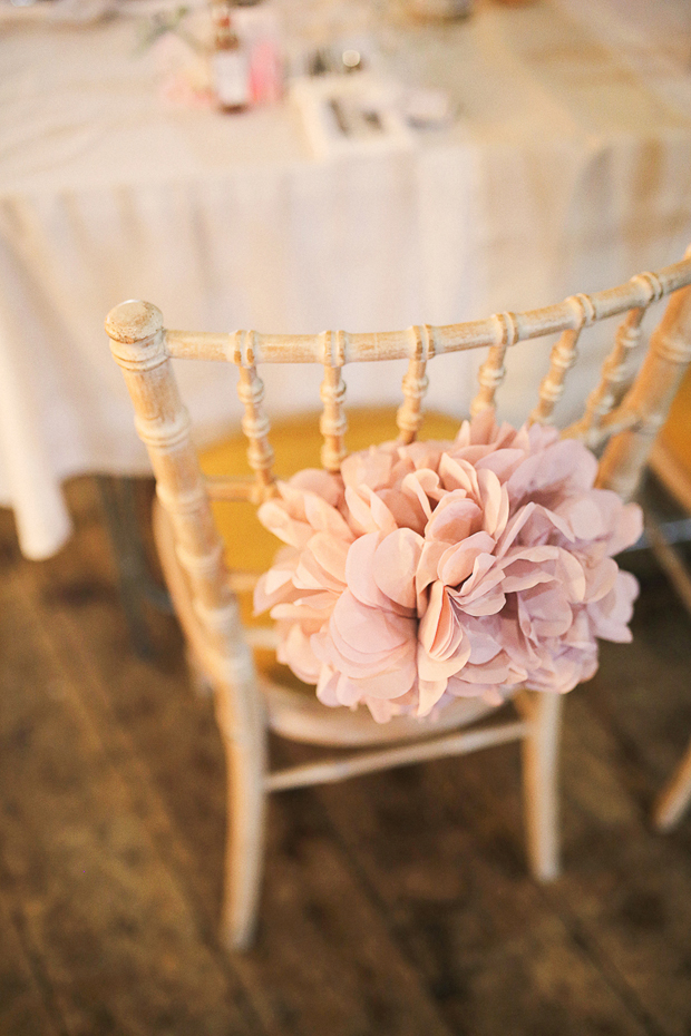 pom-pom-chair-decor-wedding