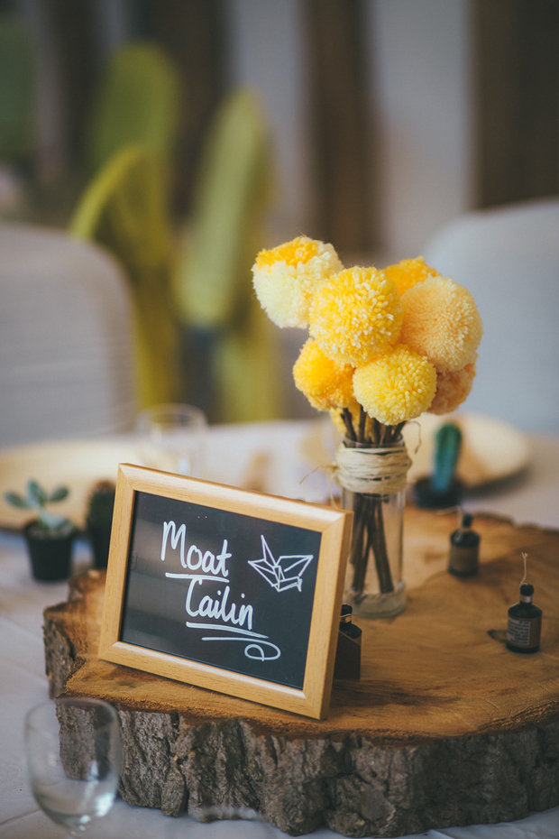 pom-pom-flowers-wedding-centrepieces