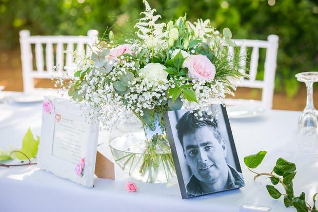 remember-loved-ones-wedding-ideas-picture-table-weddingsonline