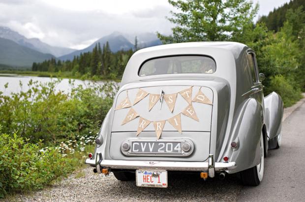 wedding-getaway-car-just-married-bunting