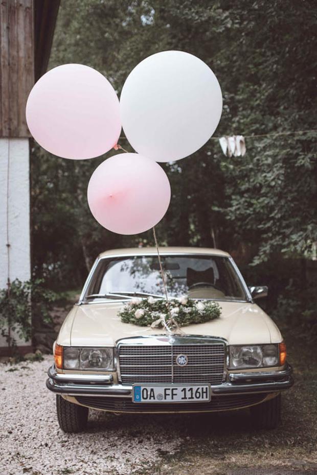 wedding-getaway-car-with-oversized-balloons