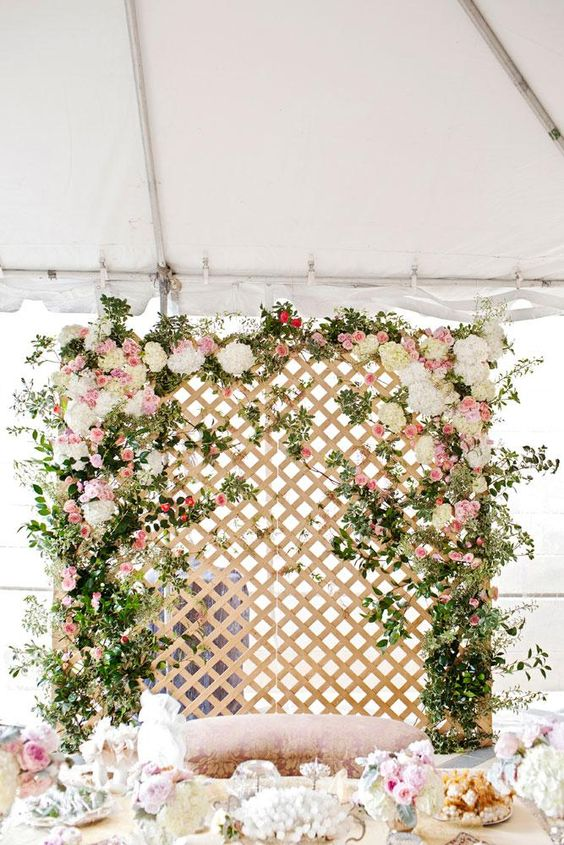 wedding-photobooth-backdrop-ideas-floral-lattice-romantic