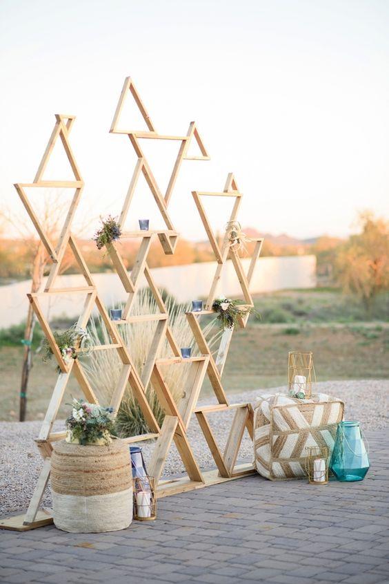 wedding-photobooth-backdrop-ideas-modern-geometric-wooden