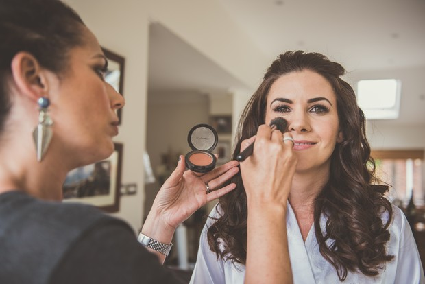 15-Bride-Make-up-getting-ready-morning-wedding-weddingsonline