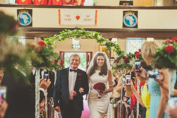 23-bride-father-ceremony-aisle-walk-Emma-Russell-Photography