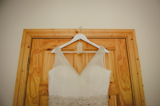 DIY-wedding-hanger-dress-kraft-paper-tag