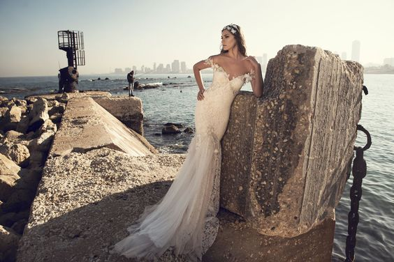 Julie-Vino-AJ-Bridal-Collection-2017_10_weddingsonline