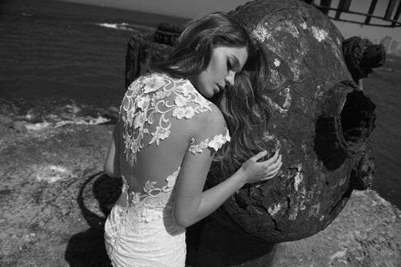 Julie-Vino-AJ-Bridal-Collection-2017_11_weddingsonline