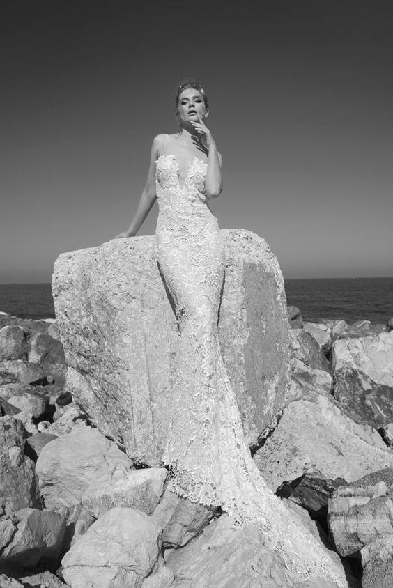 Julie-Vino-AJ-Bridal-Collection-2017_17_weddingsonline