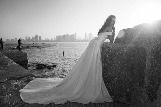 Julie-Vino-AJ-Bridal-Collection-2017_20_weddingsonline