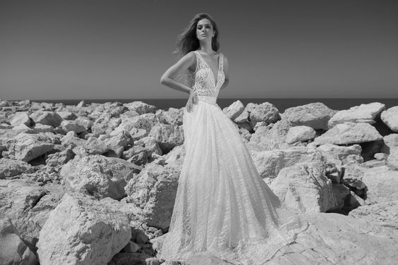 Julie-Vino-AJ-Bridal-Collection-2017_25_weddingsonline