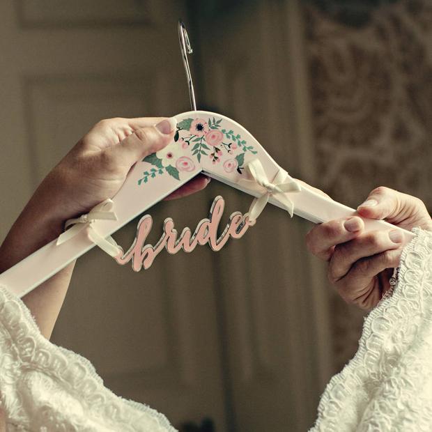 цветочно-невеста вешалка
