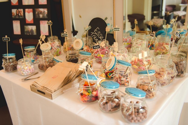 fun-sweet-table-wedding-jars-display