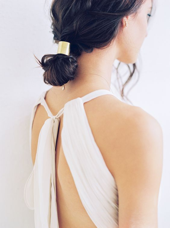 modern-minimal-bridal-style-hair-updo