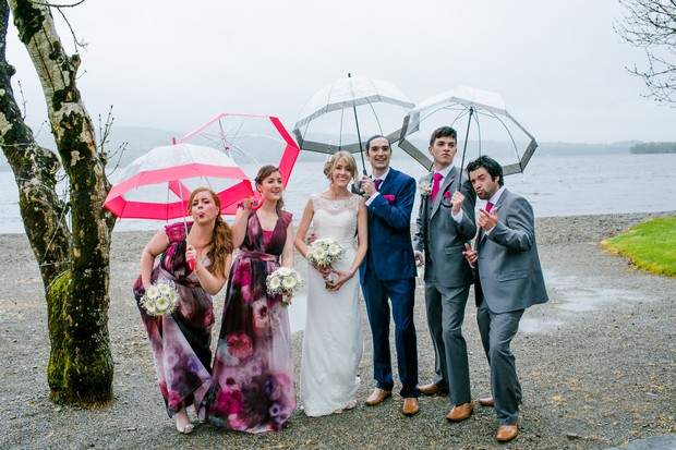 rainy-day-wedding-photo-ideas-weddding-umbrellas-