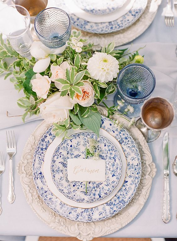 romantic-toile-wedding-table-place-setting-mrs2be & 24 Fabulous Wedding Table Place Settings we\u0027d Love to Sit Down to ...