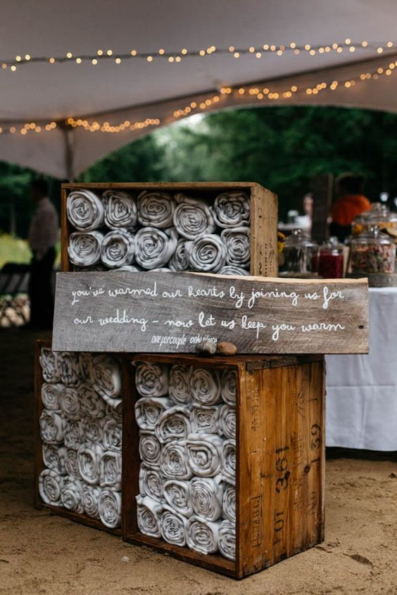 wedding-forest-theme-blankets-guests