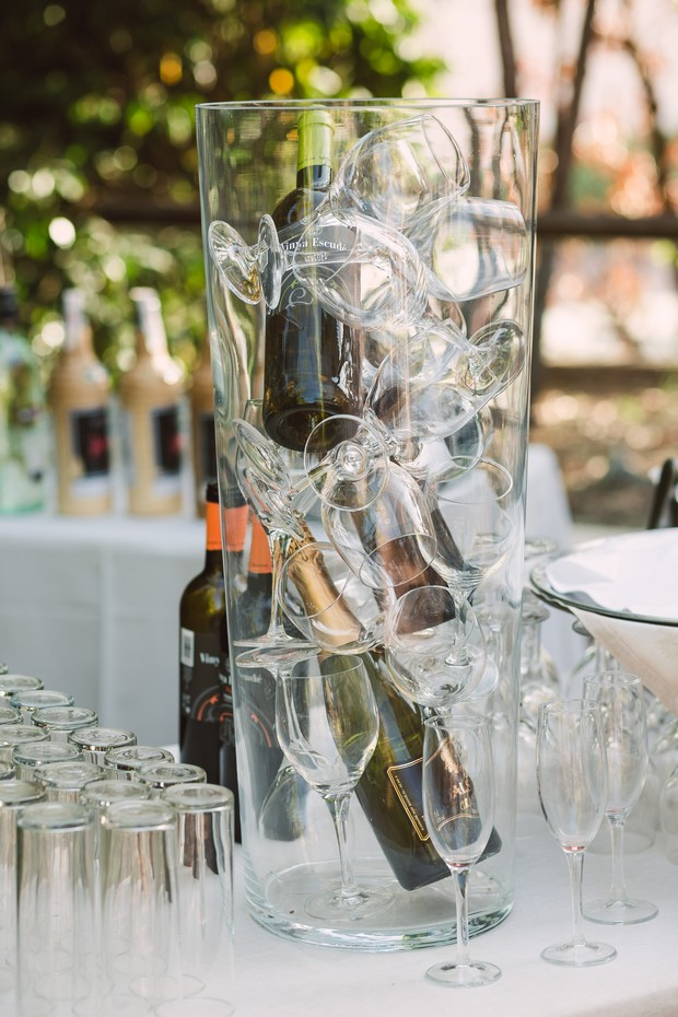 wine_glass_display_outdoor_Wedding