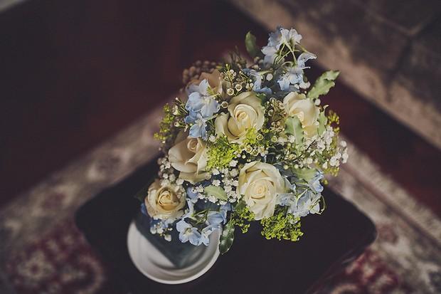 10-vintage-pastel-wedding-theme-blue-yellow-bouquet-weddingsonline
