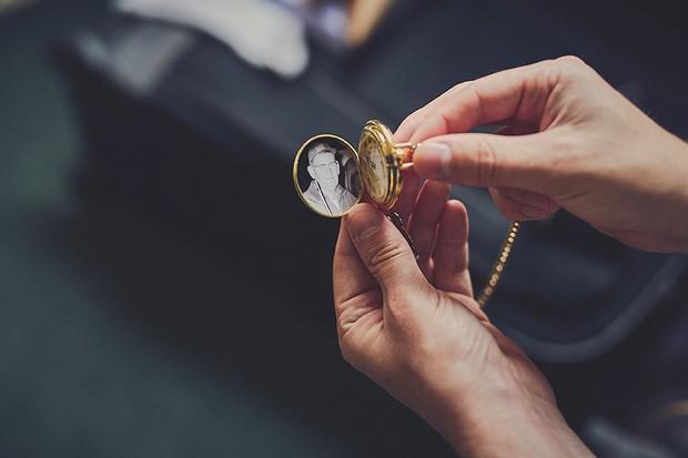 16-honour-loved-ones-wedding-keepsake-locket-pocket-watch-weddingsonline