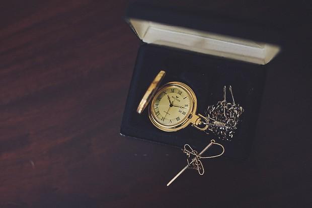 17-vintage-style-pocket-watch-wedding-groom-accessories-weddingsonline
