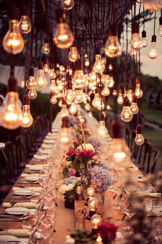 Wedding-lighting-edison-bulbs-banquet-table