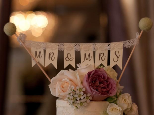 bellingham-castle-real-wedding-bunting-mr-mrs-cake-topper