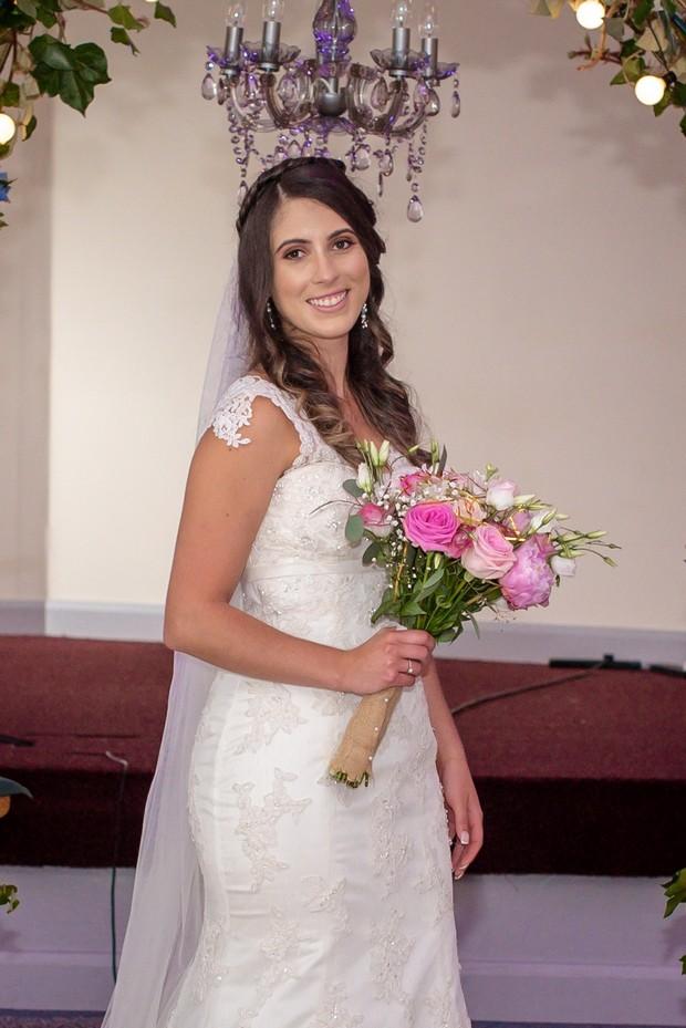 bride-with-romantic-pink-bouquet