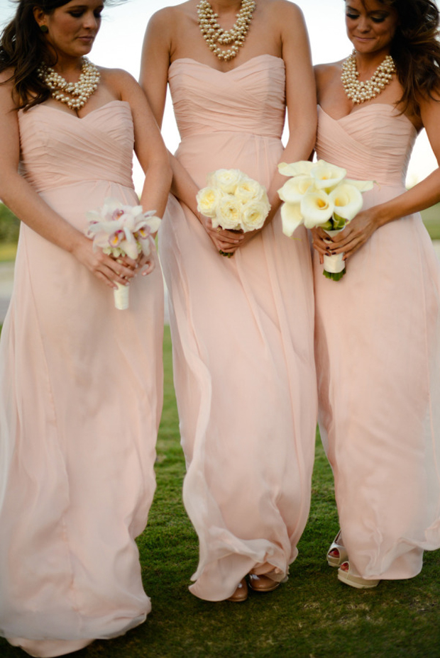 bridesmaids-with-pearl-statement-necklaces