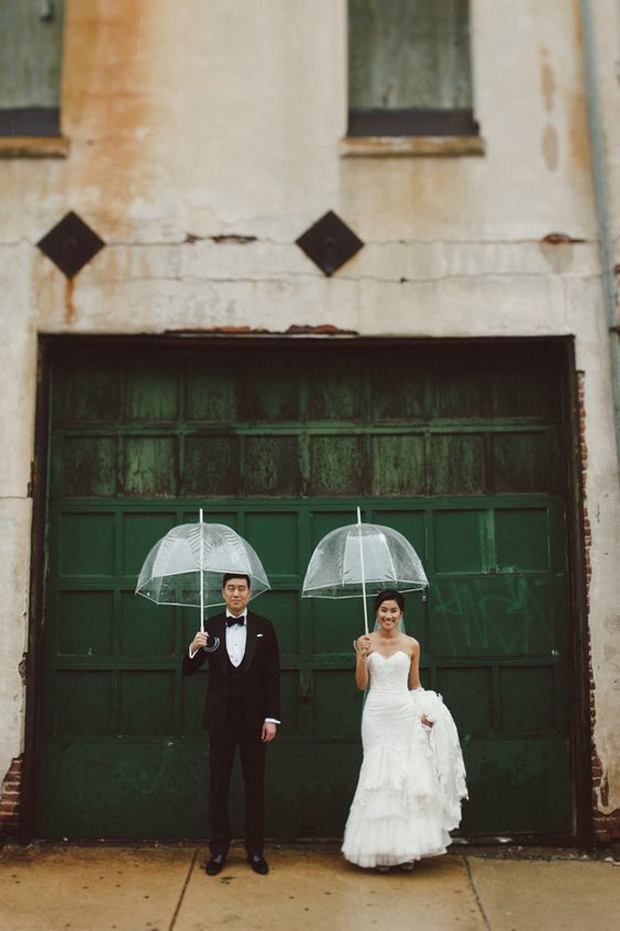 couple-holding-umbrella-wedding-day-rainy-photos