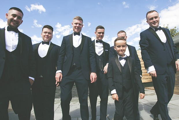 dapper-groom-and-groomsmen-in-black-tie