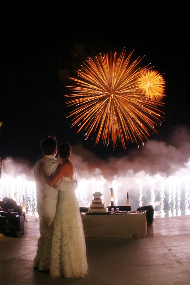 fireworks-at-weddings-bride-and-groom