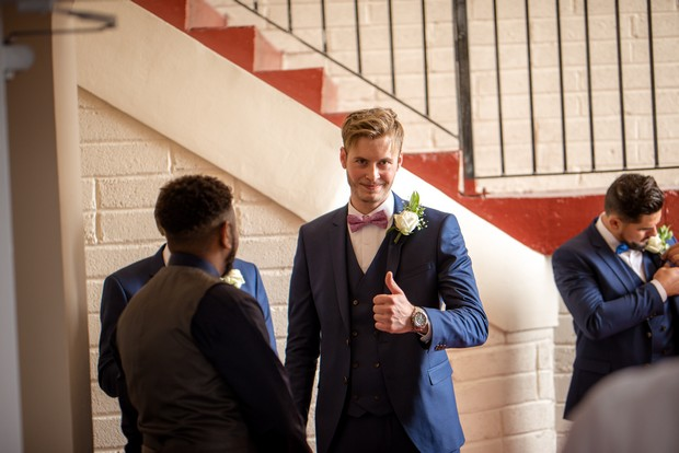 groom-giving-the-thumbs-up